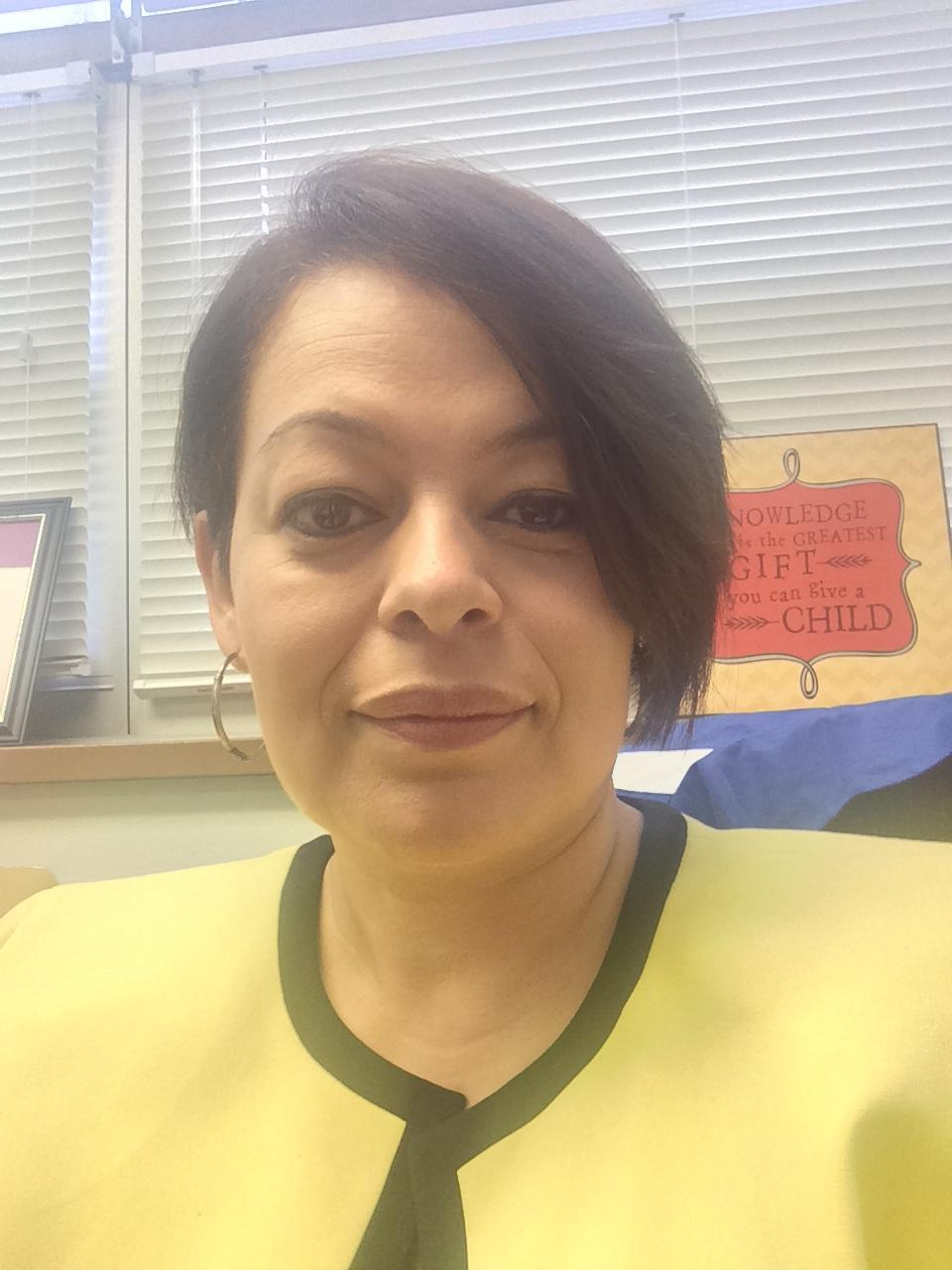 mrs hernandez Hola amigos welcome back to school and welcome to spanish my name is sra hernandez and i am your child's spanish teacher every day we will spend time perfecting the four skills necessary for learning a foreign language: listening, speaking, reading, and writing.