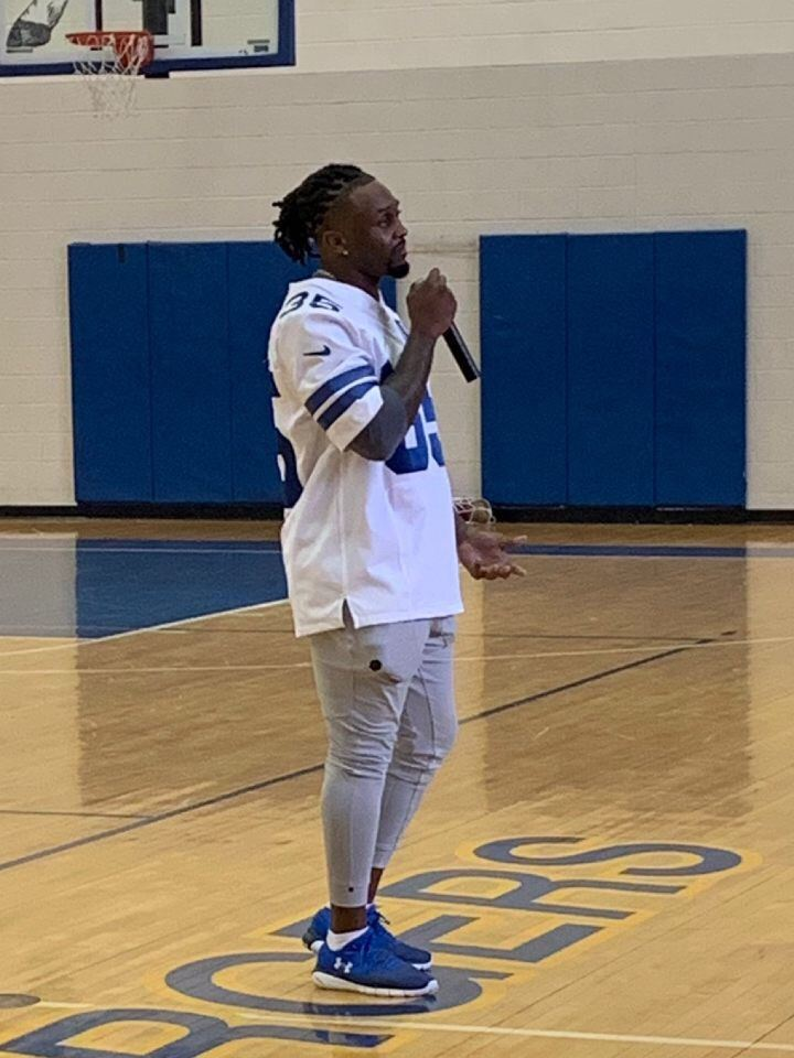 Dallas Cowboy Kayvon Frazier visits our campus