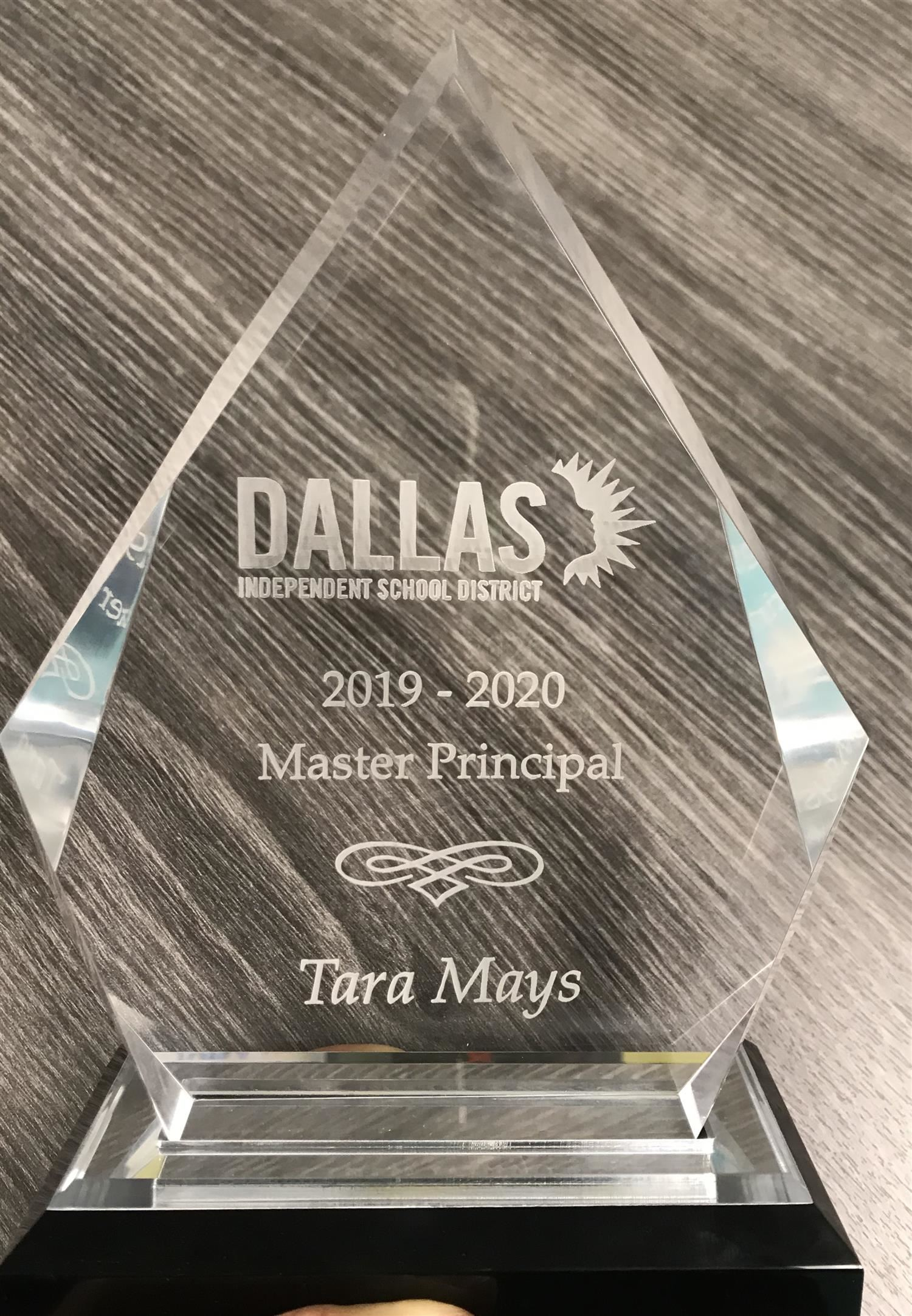Ms. Berry receives Master Principal Award! / Ms. Berry recibe reconocimiento de Master Principal