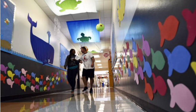 Our decorative hallways were featured in Al Dia!