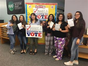 ESSM Seniors Register To Vote